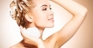 Prendre soin de ses cheveux secs après l'hiver